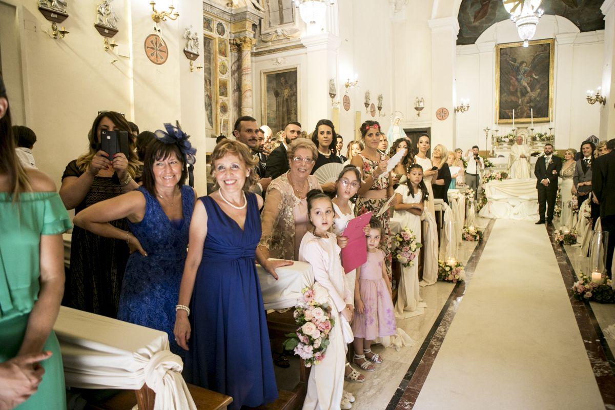 arivo-sposa-chiesa-greccio-matrimonio-italia
