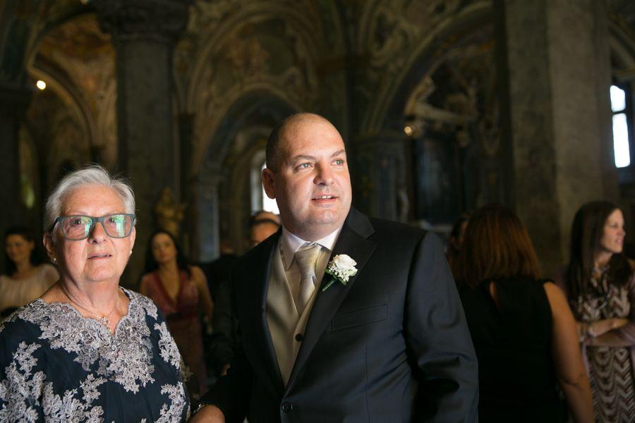 lo-sposo-in-attesa-nel-Duomo-di-Monza